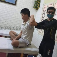 Bấm huyệt chữa liệt tay chân